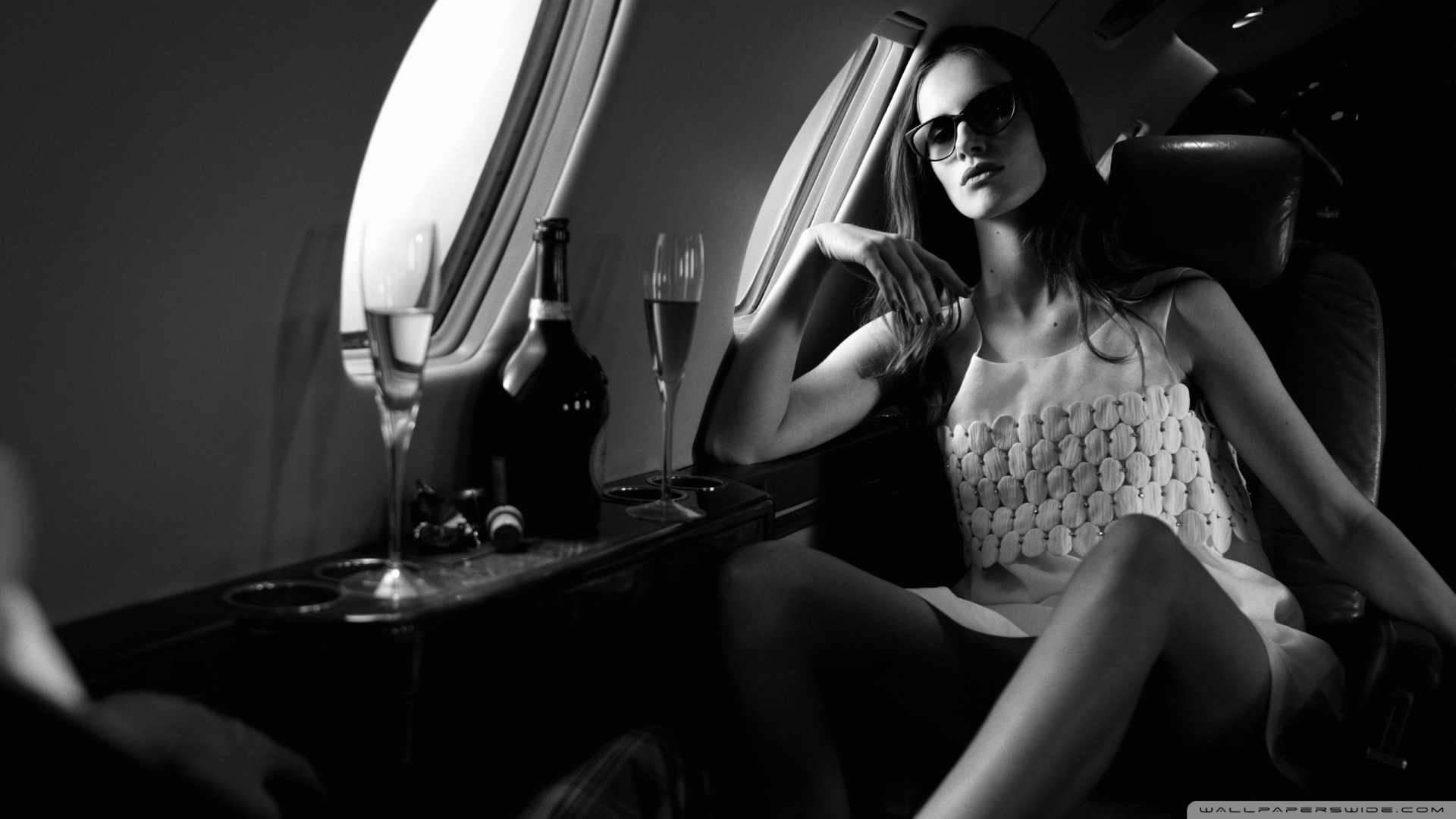 model_in_airplane-wallpaper-1920x1080